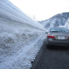 今年の冬は寒かった雪も多かった。春までお別れ公衆電話。の画像