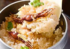 季節の釜飯(ホタルイカ・筍・タコ・栗など季節により食材は変わります)